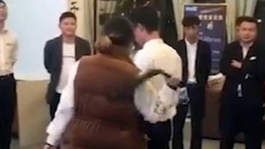 عقاب مذل لموظفي شركة صينية