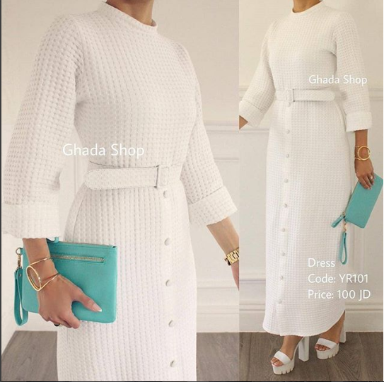 فستان ربيعي أنيق بخامة عالية الجودة و قصة بسيطة راقية و بكمية محدودة