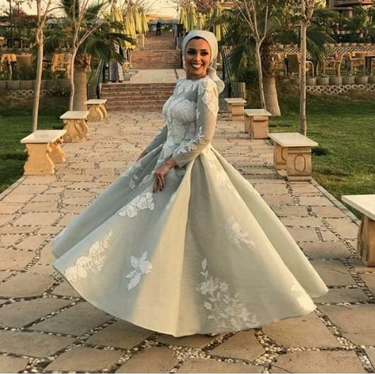 15817c829913d فستان منفوش موضة شتاء 2019