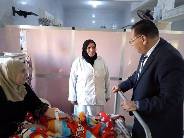 محافظ الشرقية يصرف مكافئة لتمريض مركز طب حلمية أبو حماد