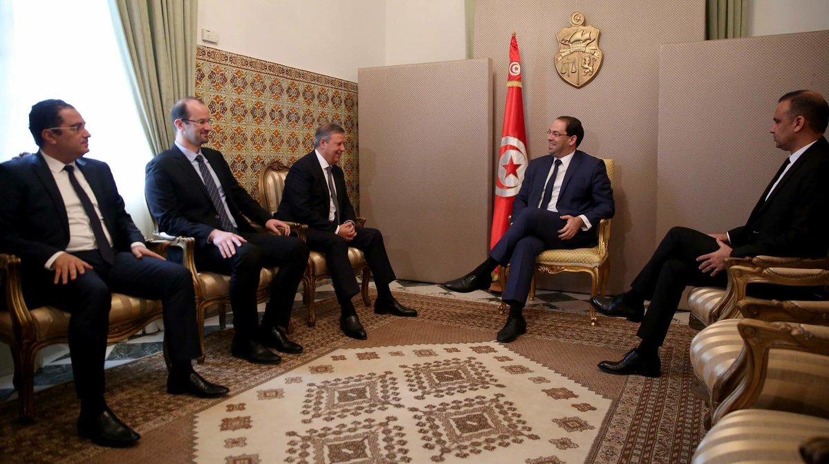 162561 رئيس وزراء تونس مع رئيس الاتحاد التونسي ورئيس الترجي