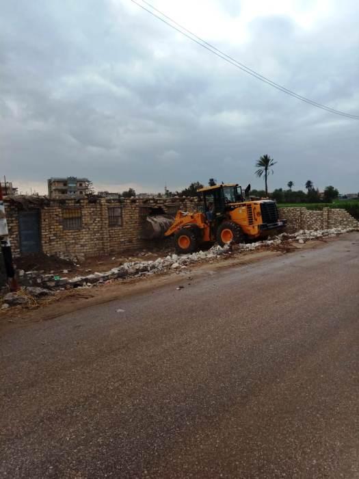 إزالة حالات التعدي على الأراضي الزراعية بالشرقية5