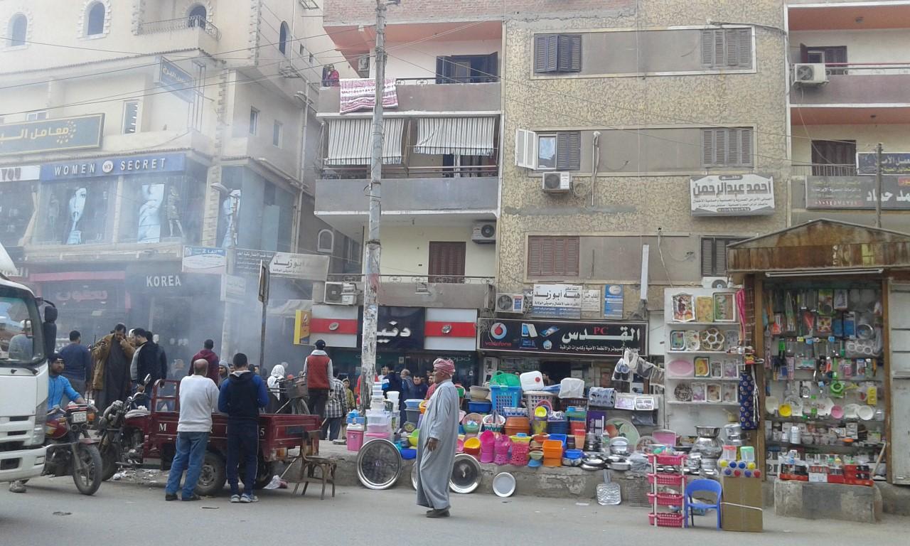 الأهالى تسيطر على حريق بشارع المستشفى بكفر صقر