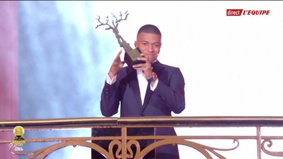 مبابى يفوز بجائزة أفضل لاعب صاعد فى 2018