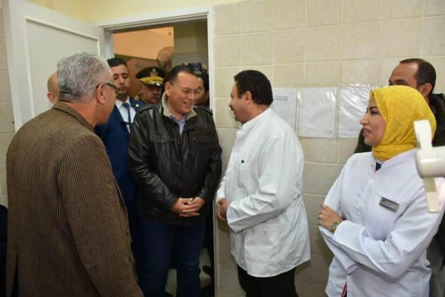 الشرقية يتفقد قافلة طبية بمركز طبية بالعاشر من رمضان2