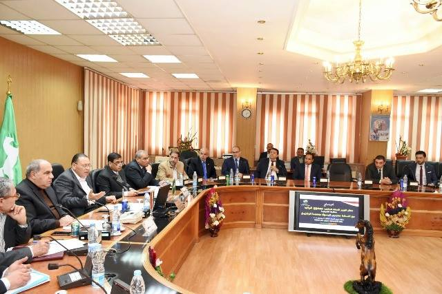 محافظ الشرقية يجتمع مع مديري البنوك لبحث تطوير وتجميل المحافظة