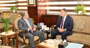 وزير التنمية المحلية يناقش المشروعات مع محافظ الشرقية