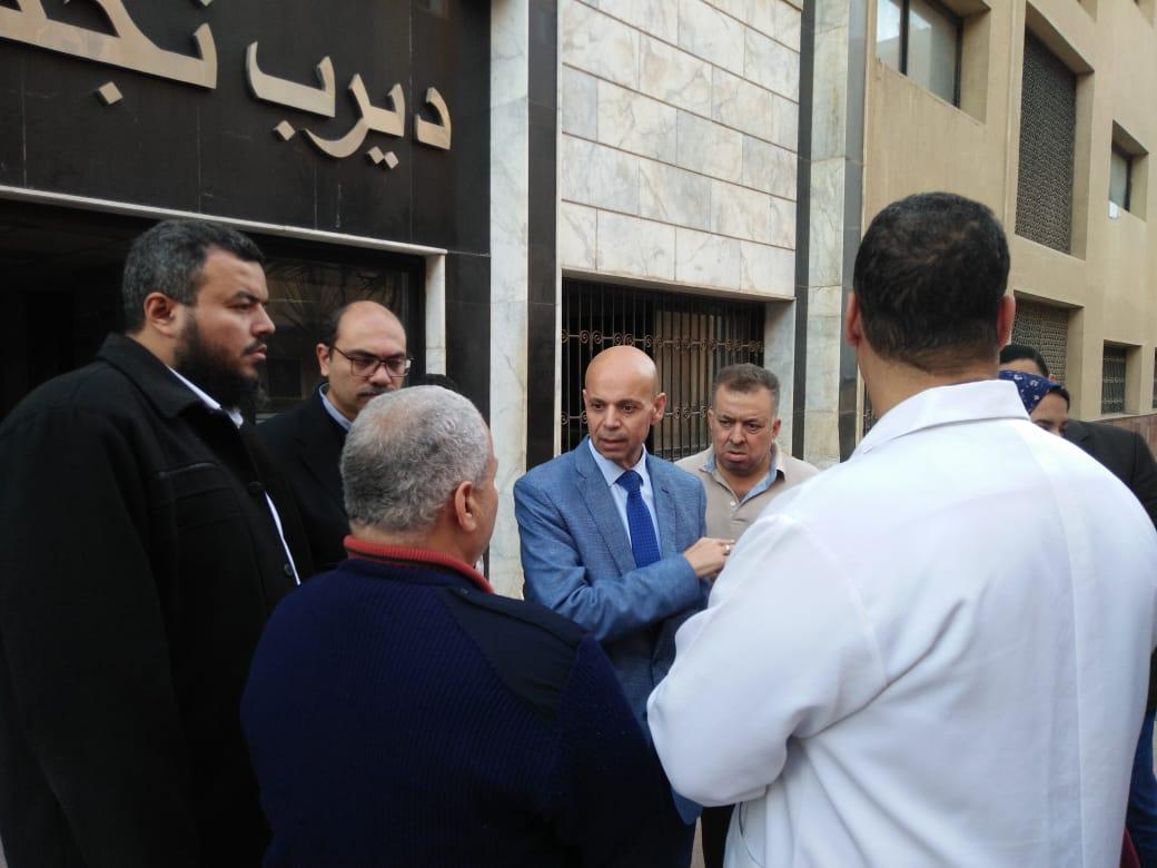وكيل صحة الشرقية يفجئ مستشفى ديرب نجم ويحيل أطباء للتحقيق