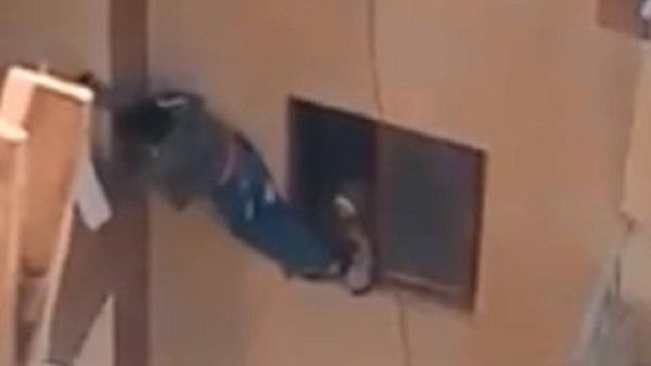 أول تدخل حكومي على فيديو طفل البلكونة