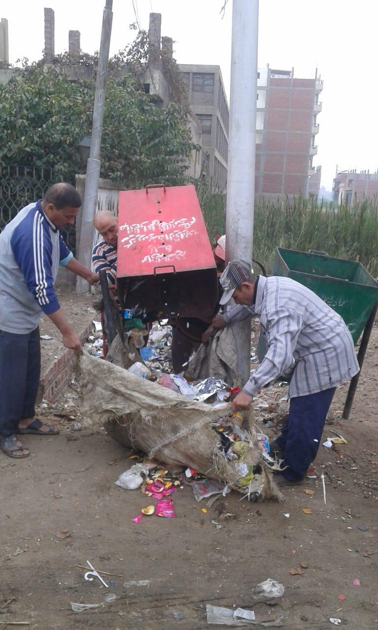 إزالة القمامة وتغيير لمبات الأعمدة ودهان البلدورات بمركز الزقازيق