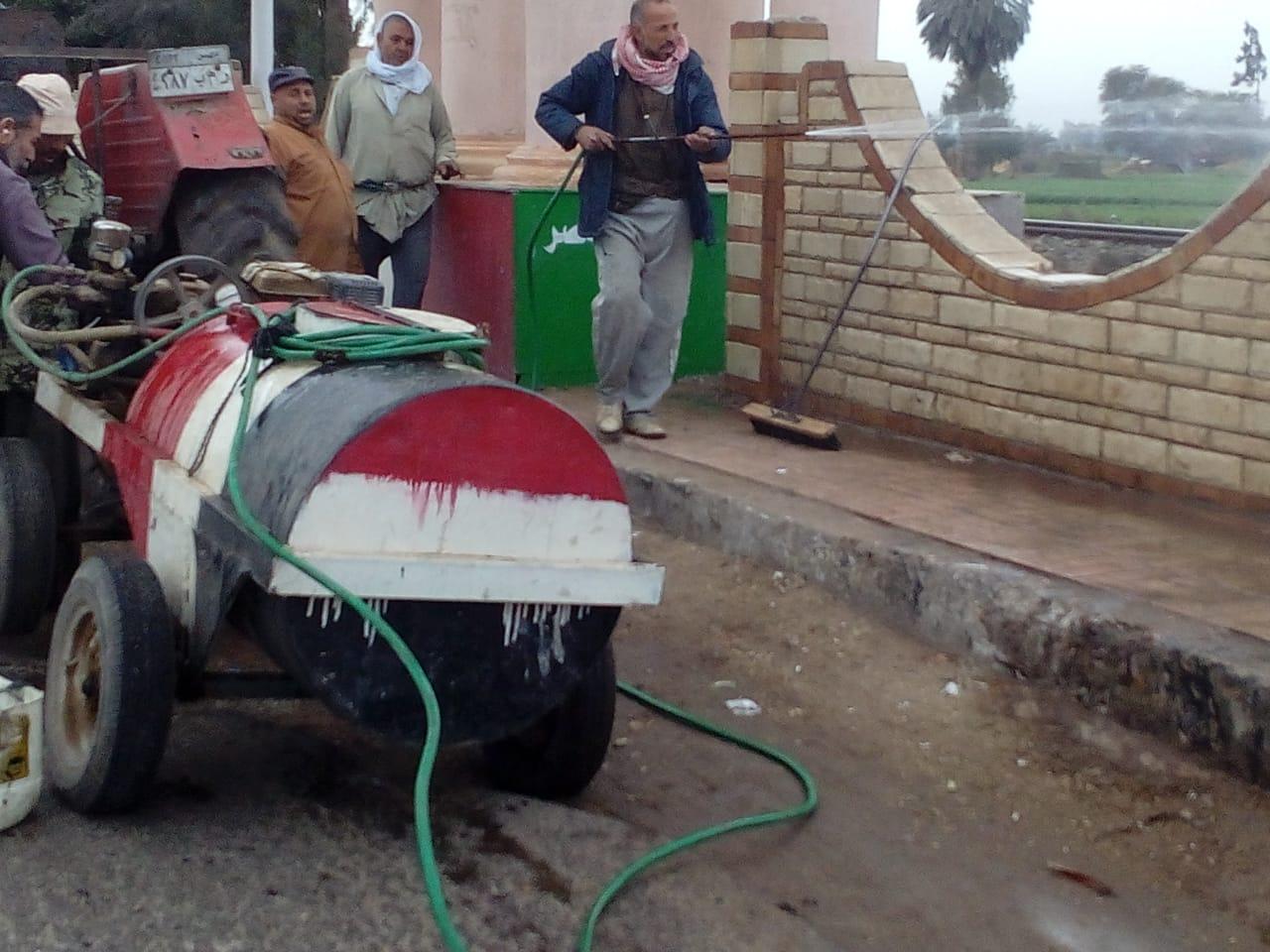 أعمال رفع القمامة في شوارع الزقازيق