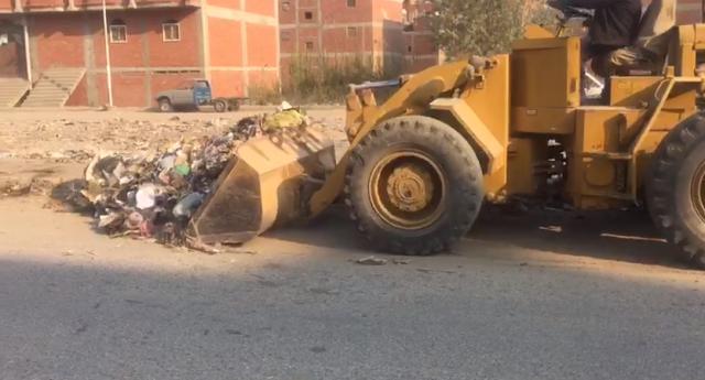 استمرار حملة رفع القمامة بكفر الحمام والحصر بالزقازيق