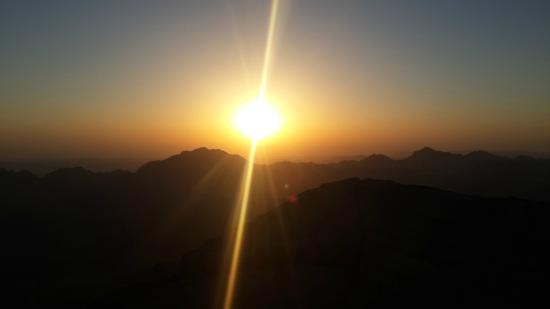 البحوث الفلكية تكشف ما يحدث حال شروق الشمس من الغرب