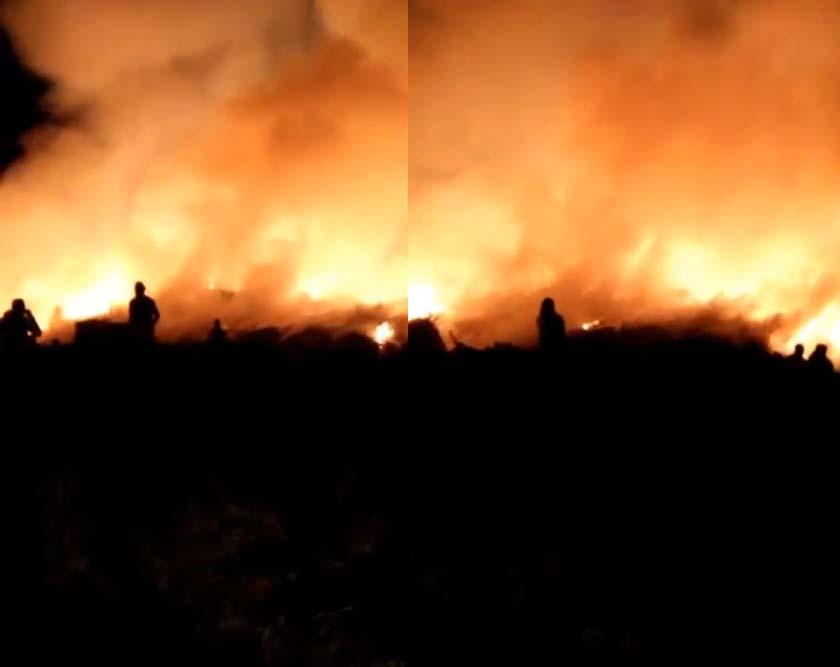حريق هائل بمخازن قش الأرز بالشرقية