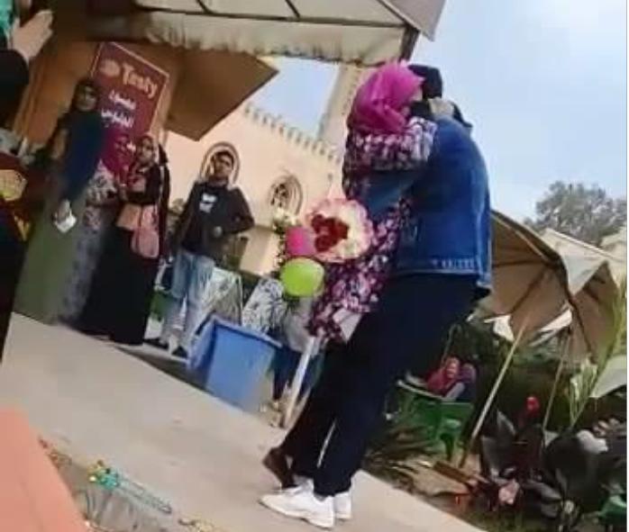 حضن بجامعة المنصورة