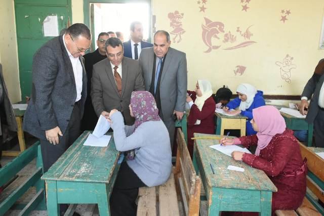 محافظ الشرقيةيتفقد لجان امتحانات الشهادة الإعدادية بالصالحية الجديدة