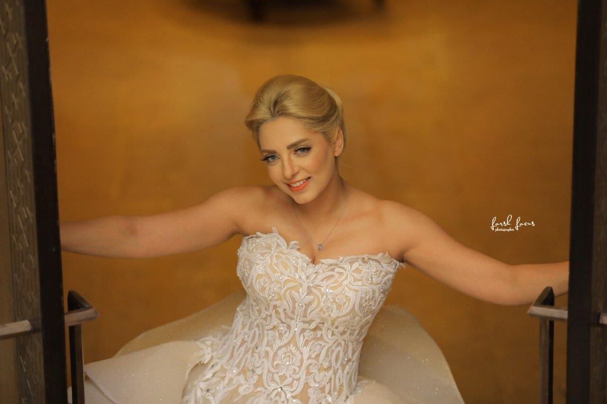 والدة مي حلمي تخطف الأنظار في صور حفل زفاف محمد رشاد