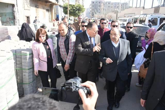 التنمية المحلية ومحافظ الشرقية يتفقدان أعمال تطوير مناطق عبد السلام عارف والدريسة وكفر معوض بالزقازيق3