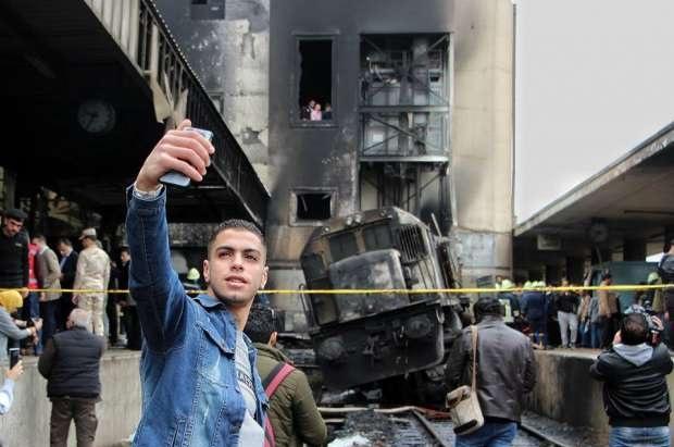 أول تعليق لصاحب سيلفي محطة مصر بعد حادث القطار