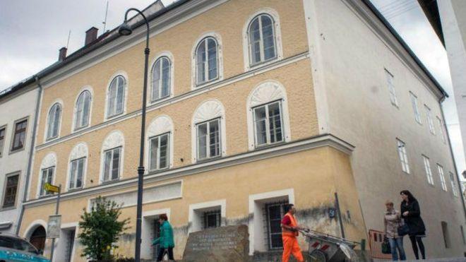 إلزام حكومة النمسا بدفع 1.5 مليون يورو لمالكة منزل هتلر
