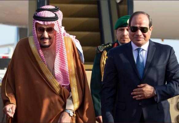 السيسي يستقبل الملك سلمان بمطار شرم الشيخ