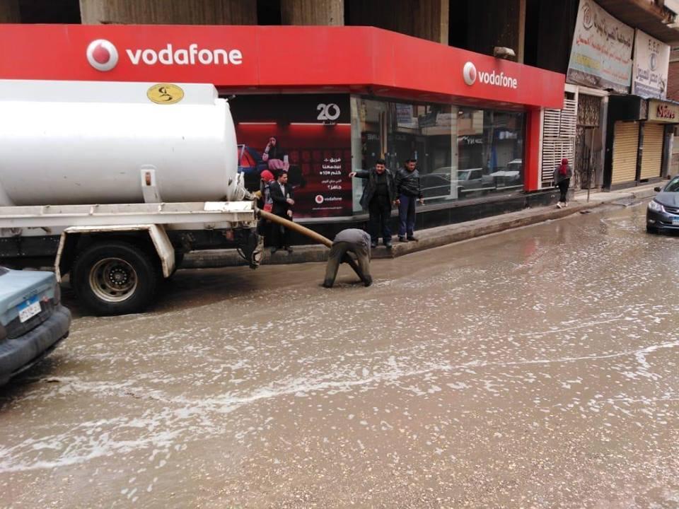 مياه الامطار من الشوراع والميادين.