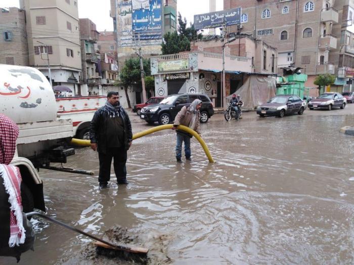 مياه الامطار من الشوراع والميادين