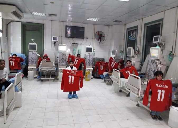 محمد صلاح يفاجئ أطفال مستشفى المنصورة