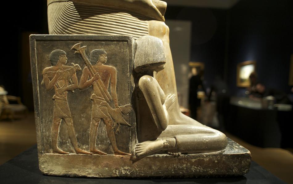 مصر تتسلم تمثالًا أثريًا من هولندا عرض في مزاد