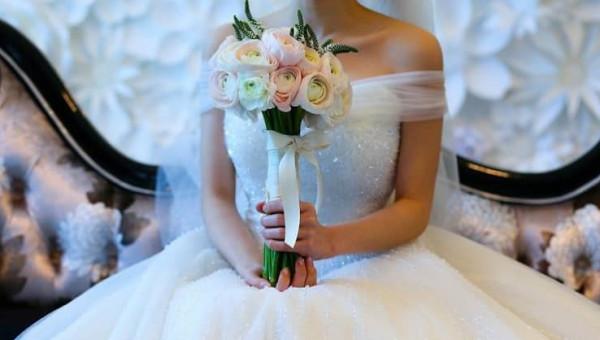 أزهري يكشف حكم وضع صور المرأة المتزوجة على المواقع