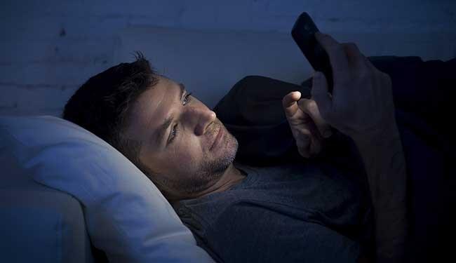 احذر من استخدام الهاتف قبل النوم