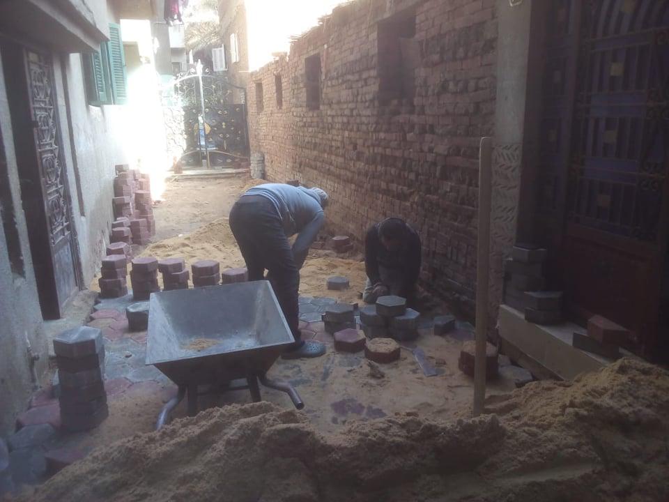 بدء تركيب بلاط الإنترلوك في قرى الزقازيق