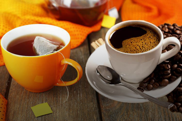 تناول الشاي والقهوة