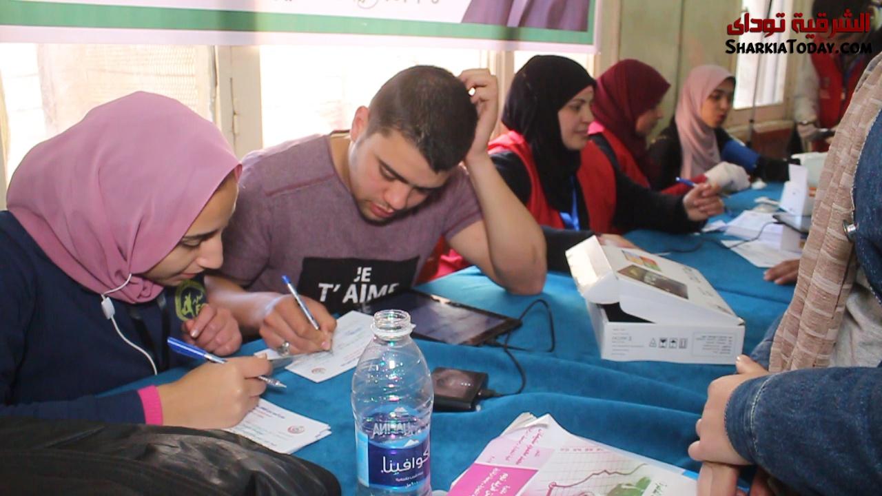 تكدس طلاب جامعة الزقازيق للمشاركة على في حملة 100 مليون صحة