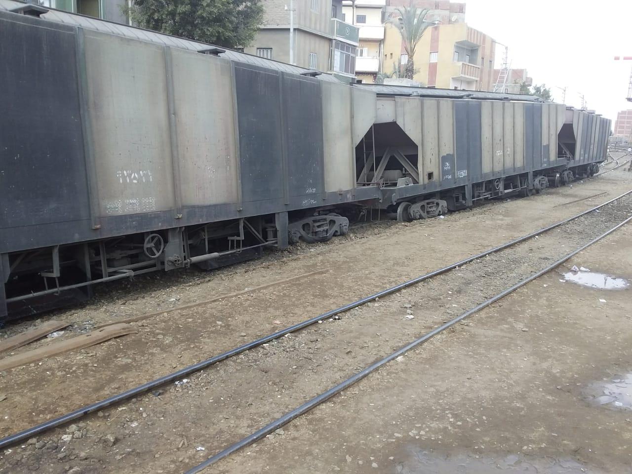 خروج قطار عن القضبان بالشرقية