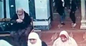 سرقة فتاتين لسيدة داخل مسجد