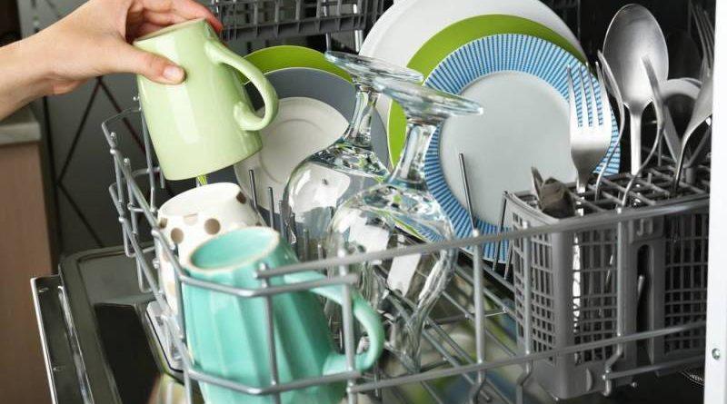 تعرف على الأدوات التي تتلف في غسالات الأطباق
