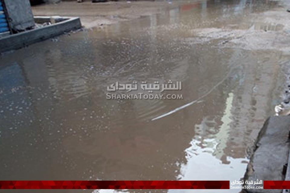 مياه الأمطار تغرق شوارع الشرقية وتعطل حركة المرور
