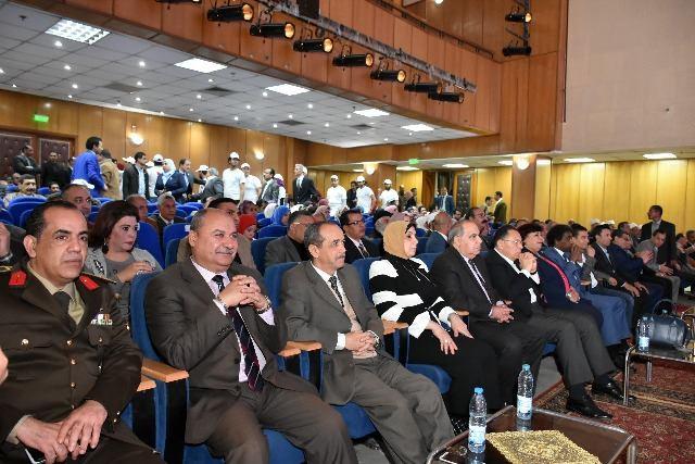 الثقافة ومحافظ الشرقية يفتتحان أعمال تطوير قصر ثقافة الزقازيق3