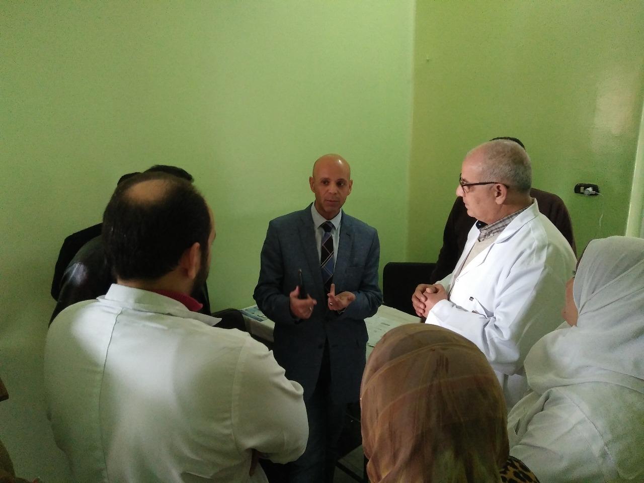 وكيل وزارة الصحة يقوم بزيارة مفاجأة لمستشفى الحميات
