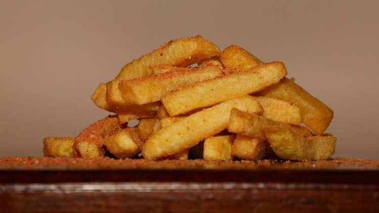 علماء يحذرون من وجود مواد مسرطنة في البطاطس المقلية