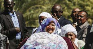 أين اختفت زوجة عمر البشير بعد عزله؟