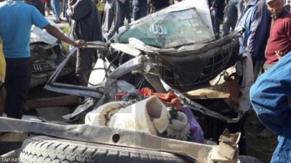 إصابة 13 شخص في تصادم سيارتين بالشرقية