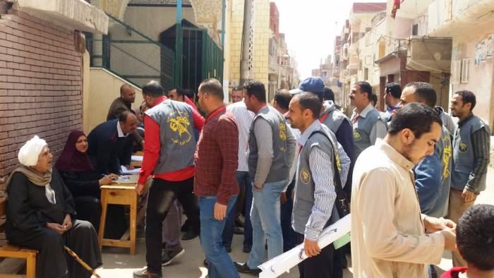 كبير من المواطنين على لجان الاستفتاء