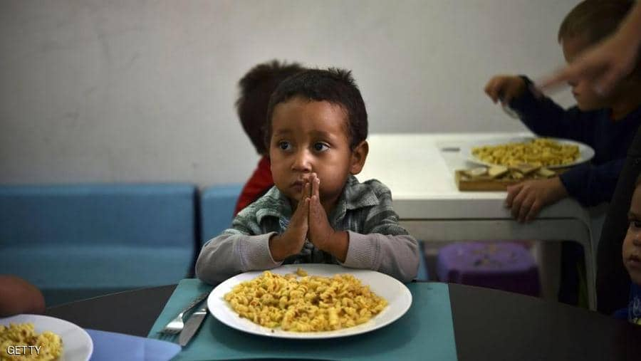 حيلة ذكية لإقناع طفل عنيد بتناول طعامه
