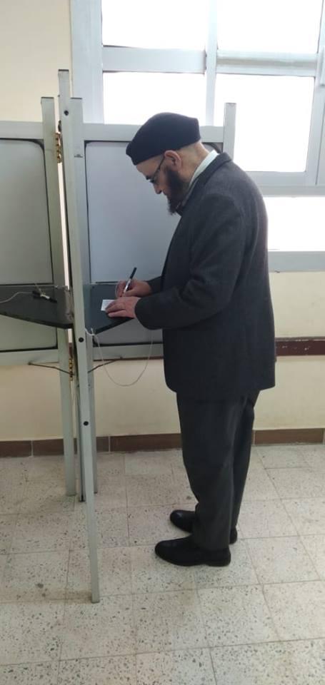 حزب النور يدلي بصوته في مسقط رأسه بالبحيرة4