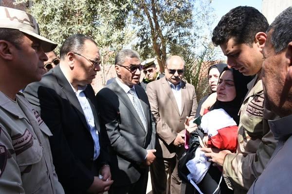 محافظ الشرقية ومدير الأمن بجنازة النقيب محمد إسماعيل