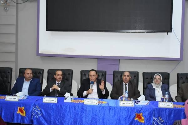 محافظ الشرقية يجتمع برؤساء وحدات ههيا وكفر صقر وأولاد صقر المحلية
