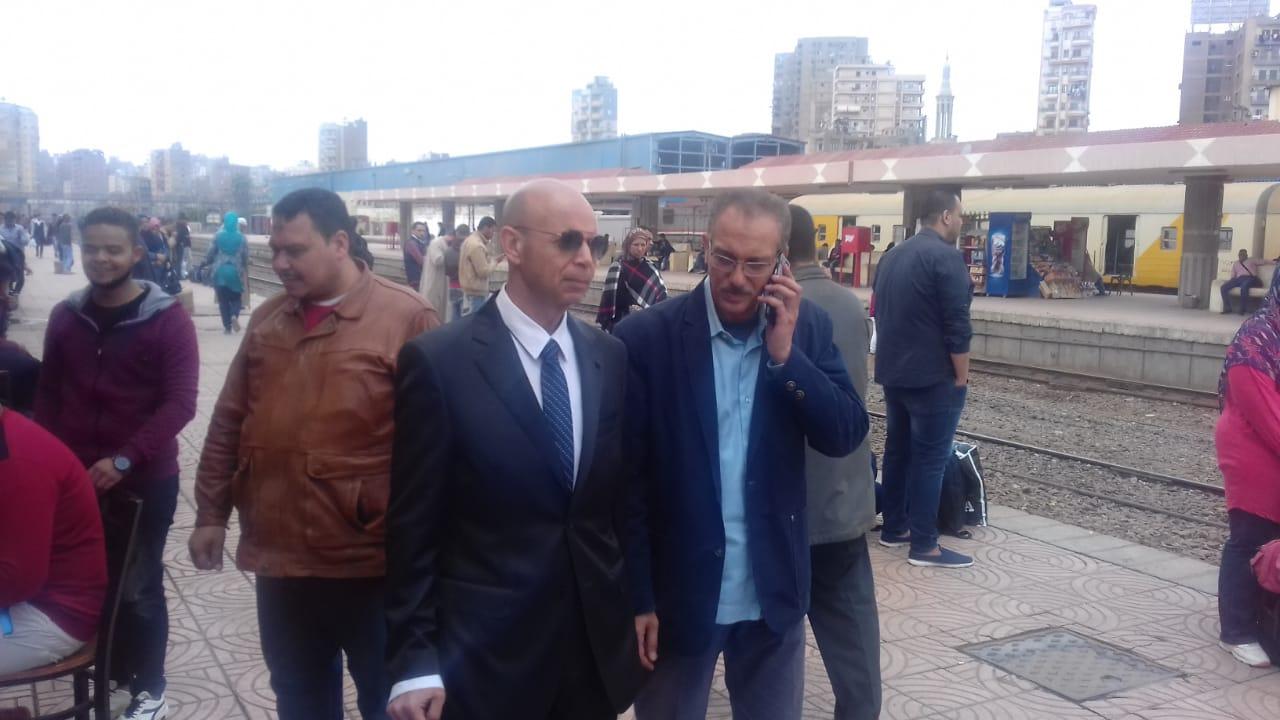 وكيل وزارة الصحة بالشرقية يتابع الفرق المتحركة بمحطة القطار بالزقازيق   الشرقية توداي