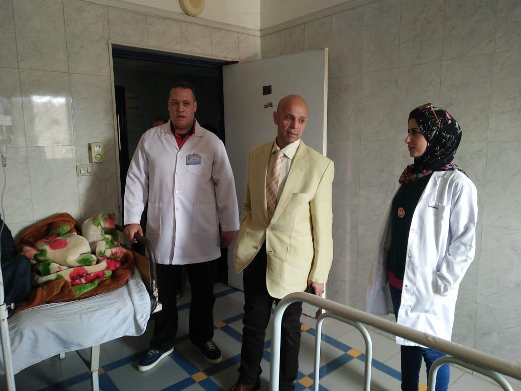 وزارة الصحة بالشرقية يوزع الحلوي علي المرضي بديرب نجم3